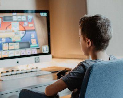inteligentne gniazdko do kontroli czasu spędzanego przy komputerze